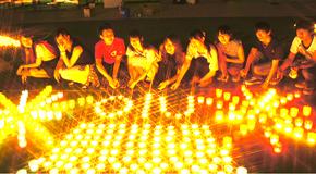 夏の夜にきらめく幻想的な灯り<br />~本学ボランティア・バンク学生がひらかたキャンドルの夕べに参加~