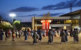 「盆踊り大会<br />~盆! BON! ぼぼ~ん! みんなで踊ろう!~」<br />を開催しました。